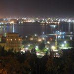 Baku éjszakai látképe